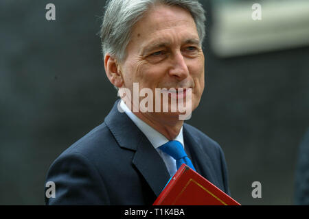 London, UK. 27th Mar 2019.  Philip Hammond MP PC, Chancellor of the Exchequer, leaves 11 Downing Street, London Credit Ian Davidson/Alamy Live News - Stock Image