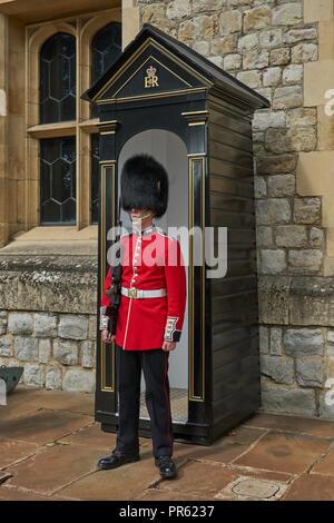 royal guard.   Queens guard.  Household Guard.  Sentry duty.   grenedier guard.   Bearskin.  sentry box. - Stock Image
