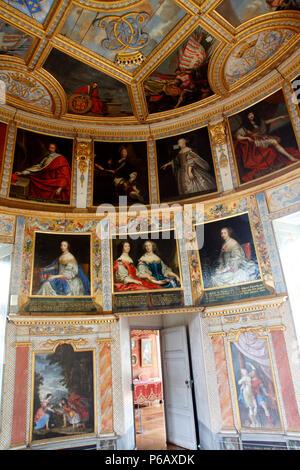 France, Bourgogne Franche Comte, Cote d'or (21), Bussy le Grand, Bussy Rabutin castle - Stock Image