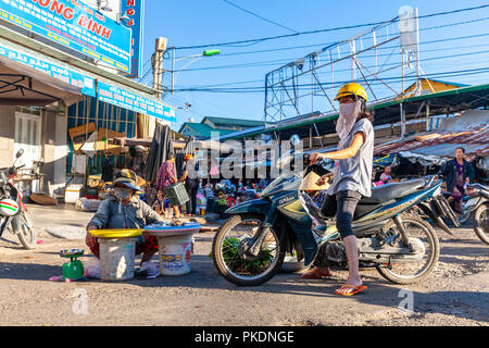 NHA TRANG, VIETNAM - AUGUST 06: A woman sells seafood at the street market on August 06, 2018 in Nha Trang, Vietnam. - Stock Image