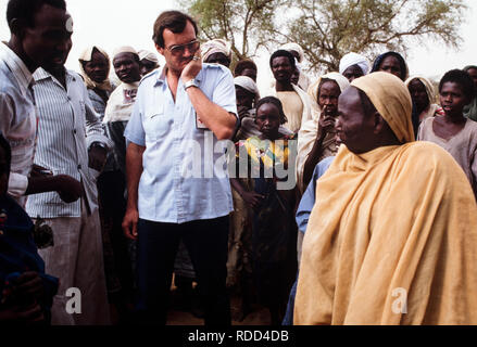 Sudan, Africa during the famine of 1985 Mawashe refugee camp, Darfur. Mr Ken Westgate the local Red Cross / Red Crescent delegate in the region, - Stock Image