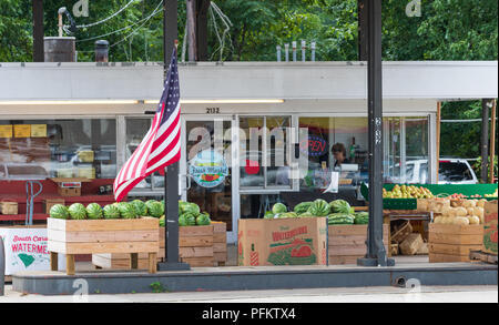 HICKORY, NC, USA-21 AUG 2018: Fresh Market Produce, retailer of fruits and vegetables. - Stock Image