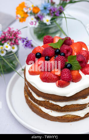 Scandinavian midsummer feast with strawberry cake - Stock Image
