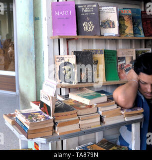 Matanzas, Cuba-April 04,2018: Local bookstore with very old books about the revolution and its heroes in Spanish - Stock Image