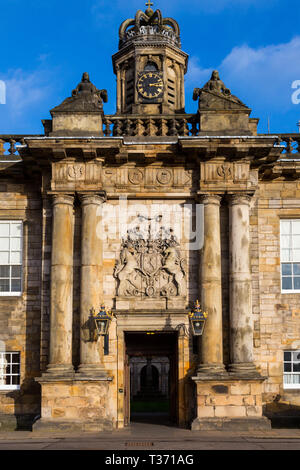 Edinburgh (Scotland) - Placed in the Royal Mile, the Palace of Holyroodhouse is the official residence of the Monarchy in Scotland. Detail of the entr - Stock Image