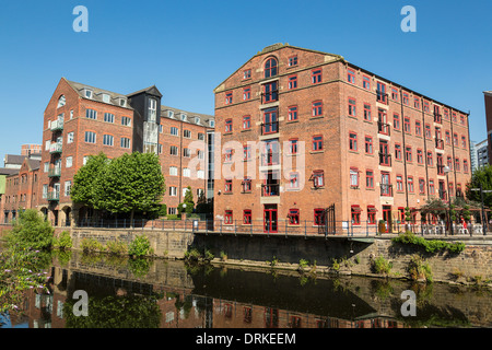 Riverside apartments River Aire, Leeds, England - Stock Image