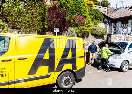 AA rescue van, AA rescue man, AA car repair, AA roadside assistance, Automobile Association, breakdown, car breakdown, Emergency breakdown, AA - Stock Image