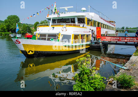 Boat Tours to Veitshöchheim and the Rococo Gardens down the Main River past vineyards to the town of Veitshöchheim - Stock Image