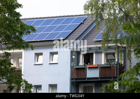 the Stegerwald housing estate in the district Muelheim, climate-protection housing estate, rooftop solar power plant, Cologne, Germany.  die Stegerwal - Stock Image