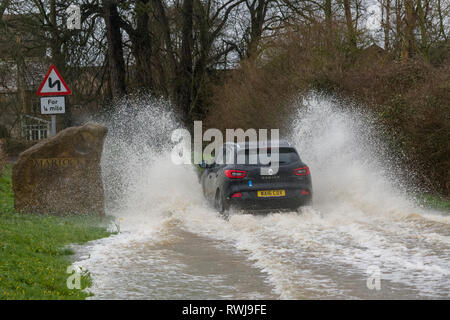 Martock, Somerset, UK. 6th Mar, 2019. UK Weather. Localised flooding as a stretch of the River Parrett bursts its banks near Parrett Works, Martock, Somerset. Credit: Steve Davey/Alamy Live News - Stock Image