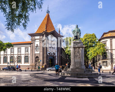 Madeira, Portugal - October 31, 2018: Monument of Joao Goncalves Zarco and the bilding of Banco de Portugal in Funchal, the capital of Madeira, Portug - Stock Image