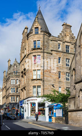 297-299 Canongate (George Beattie and Sons, 1873), a listed tenement building with ground floor shops, Royal Mile, Edinburgh, Scotland, UK - Stock Image