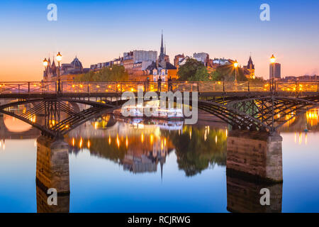 Night Ile de la Cite in Paris, France - Stock Image