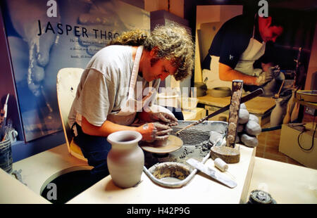 Potter throwing a pot Josiah Wedgwood sons pottery 1730 1795 Stoke on Trent Staffordshire England Great Britain - Stock Image