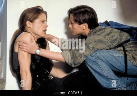 Edward Furlong and Linda Hamilton / Terminator 2 : Judgment Day / 1991 directed by James Cameron (Carolco Pïctures) - Stock Image