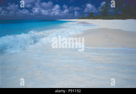 BEACH VIEW ON BIRD ISLAND AND ISLAND VIEW, SEYCHELLES, ISLAND, EAST AFRICA. JUNE 2009. The beautiful islands of the Seychelles in the Indian Ocean off - Stock Image