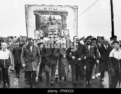 Closure of Maerdy colliery the last pit in the Rhondda Valley. Coal miners with their families local councillors politicians and supporters march from the deep mine on the day it closed under the National Union of Mineworkers Maerdy Lodge banner. - Stock Image