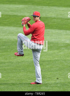 Shohei Ohtani of Los Angeles Angels' plays catch prior the Major League Baseball game against the Minnesota Twins at Oriole Park at Target Field in Minneapolis, Minnesota, United States, May 13, 2019. Credit: AFLO/Alamy Live News - Stock Image