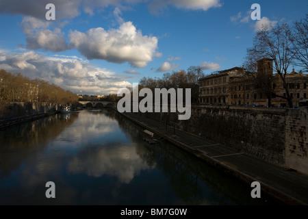 Rome's Tiber River, March 9, 2008. Photo/Chico Sanchez - Stock Image