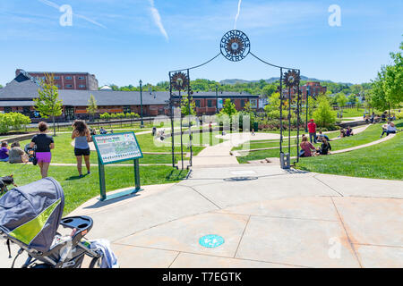 JOHNSON CITY, TN, USA-4/27/19:  People relaxing and enjoying a summer spring day in Founders Park. - Stock Image