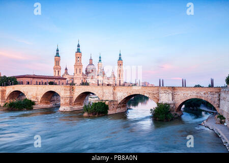 Basilica of Our Lady of the Pillar, Puenta de Piedra  and the River Ebro, Zaragoza, Aragon, Spain. - Stock Image