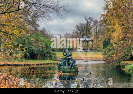 Koningin Astridpark, Bruges. Once a monastery garden, this park offers a gazebo & a picturesque pond with a - Stock Image