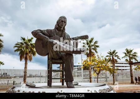 Algeciras, Cadiz province, Andalusia, Spain : Monument to Spanish virtuoso flamenco guitarist Paco de Lucía by artist Nacho Falgueras, inaugurated in  - Stock Image