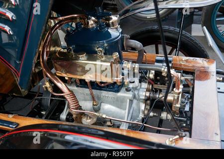 Close-up view of a 2 Cylinder, 10 Horsepower engine of a 1903 De Dion Bouton in the Veteran car Concours d'Elegane: 2018  Regents Street Motor Show - Stock Image