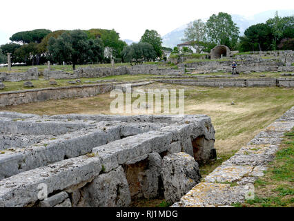 The public pool at the ancient Greek archaeological ruins of Paestum in Southern Italy. - Stock Image