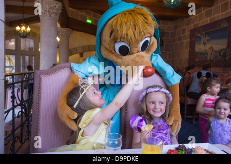 Sisters aged 3 and 4 years old, meet Suzy at Auberge de Cendrillon, Disneyland Paris. - Stock Image
