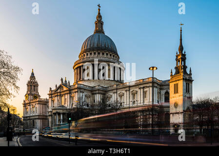 Traffic in front of St Paul's Cathedral at sunset, London, UK - Stock Image