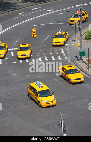 DescriptionTAXIS, BUSY, CARS, TRUCKS, MOTOR VEHICLE, NEW YORK CITY, NYC, MANHATTAN, OUTDOORS, TAILLIGHTS, TAXI, - Stock Image