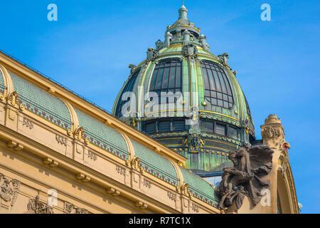 Prague art nouveau, view of the grand cupola on the roof the art nouveau styled Obecni dum (Municipal House) building in Prague, Czech Republic - Stock Image