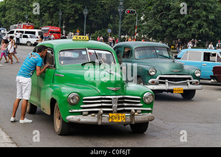 Oldtimer Taxi in Havanna Center on Paseo de Marti near Capitol, Cuba - Stock Image
