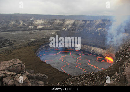 The lava lake in Halemaumau Crater filled with molten magma in a flow field at the Kilauea volcano in Hawaii Volcanoes - Stock Image