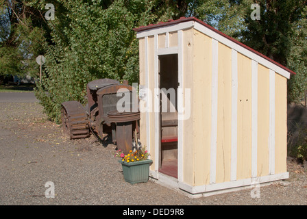 Old school bus waiting shed, Lincoln County Museum, Davenport, Washington State, USA. - Stock Image