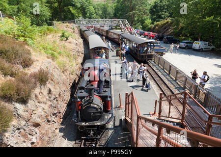 Locomotive being maintained during stop at station, Tan-y-Bwlch, Gwynedd, Wales - Stock Image
