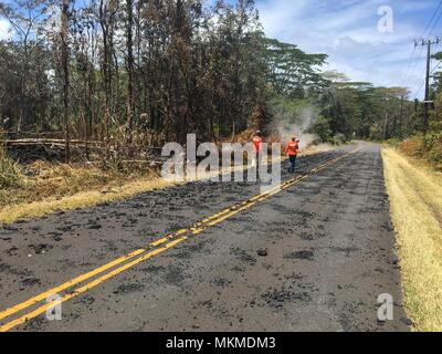 U.S. Geologic Survey scientists monitor the Kilauea volcanic eruption along Leilani Avenue May 6, 2018 in Leilani Estates, Hawaii. The recent eruption continues destroying homes, forcing evacuations and spewing lava and poison gas on the Big Island of Hawaii. - Stock Image