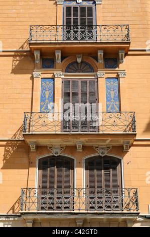 Mehrfamilienhaus mit Balkonen in Palma, Mallorca, Spanien. - Apartment building with balconies in Palma, Majorca, - Stock Image