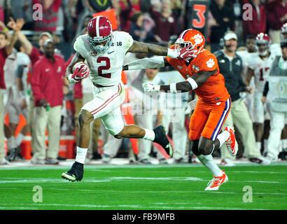 Glendale, AZ, USA. 11th Jan, 2016. Derrick Henry #2 of Alabama runs for a 1st quarter touchdown during the 2016 - Stock Image