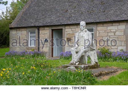 Sir Walter Scott statue outside an old cottage in East Kilbride, South Lanarkshire, Scotland, UK. - Stock Image