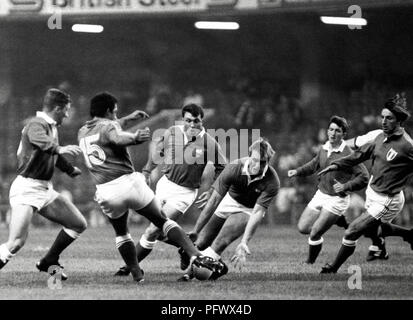 Wales 9 v France 22 in Cardiff. Mike Hall prepares to gather Serge Blanco's (15) fly kick - Stock Image