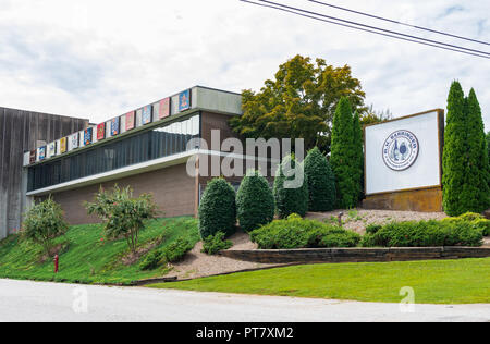 HICKORY, NORTH CAROLINA, USA-9/18/18: Building and sign of local beer distributing company, R. H. Barringer Distributing Co. - Stock Image