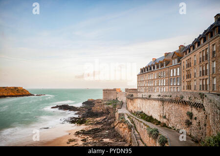 The walled town of Saint-Malo, Britanny, at dawn. - Stock Image