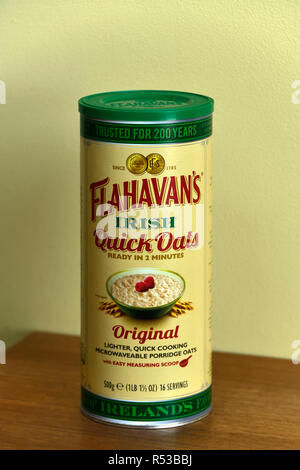 Carton of Flahavan's Irish Quick Oats. Ready in 2 minutes. Original. Lighter, quick cooking, microwaveable porridge oats. - Stock Image