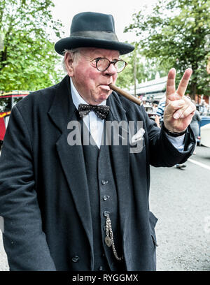 Woodhall Spa 1940s Festival - Winston Churchill gives the two finger victory sign - Stock Image