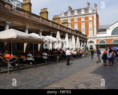 restaurants and diners in Covent Garden, London, England - Stock Image