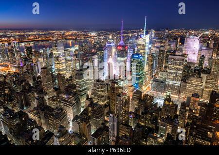 New York City, NY, USA - Mach 11, 2018: Midtown Manhattan skyscrapers illuminated at night (Times Square) - Stock Image