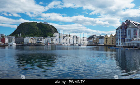 Views of Art Nouveau architectural style buildings and Aksla hill in the background, from the close by pier at Fisheries Museum, Alesund, Norway - Stock Image