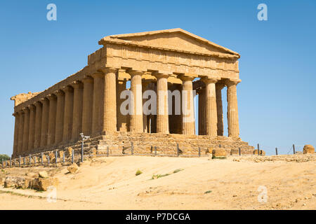 Italy Sicily Agrigento Valle dei Templi Valley of the Temples start 581BC by colonists from Gela Tempio della Concordia Temple of Concord Icarus - Stock Image